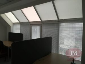 Горизонтальные алюминиевые жалюзи 25мм, шторы плиссе - г.Москва, Варшавское шоссе, офис