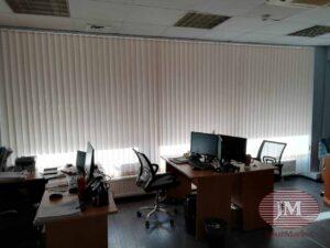 Вертикальные тканевые жалюзи для офиса отлично сочетаются с горизонтальными алюминиевыми жалюзи 25мм - г.Москва, ул.Докукина