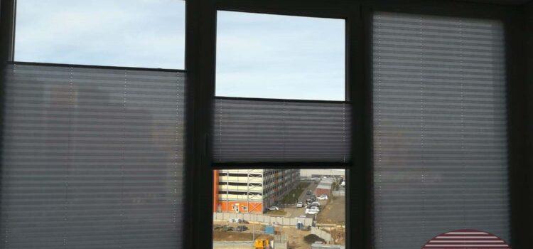 Шторы плиссе в системе Р1615 с тканью Челси светло серый — Скандинавский бульвар