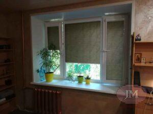 Рулонная штора в системе UNI2 из ткани Омега рубин и Сафари коричневый - Москва, Ул.Малая Филёвская