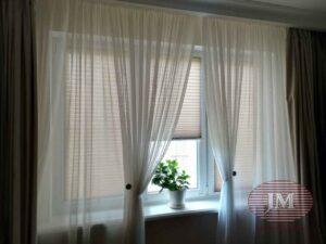 Шторы плиссе в системе Р1615 из ткани Капри Перла бронза установлены в гостиной - Москва, Ул.Полярная
