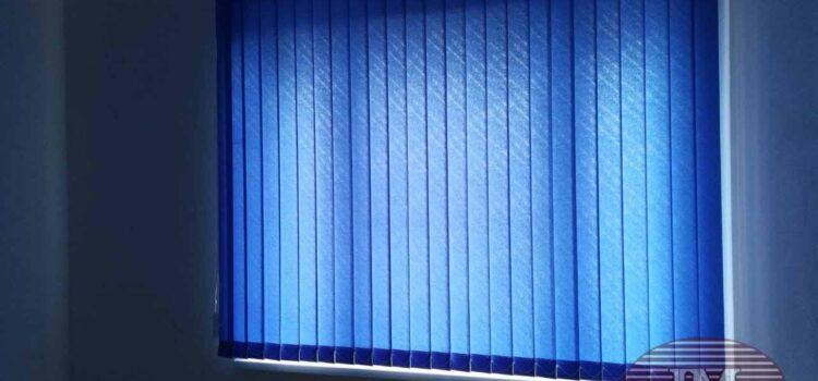 Вертикальные тканевые жалюзи из ткани Бали синий и Бали темно-зелёный — Москва, ул.Артюхиной