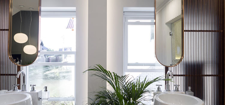 Рулонные шторы в ванную и в туалет