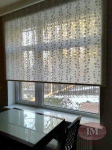 Рулонная штора LVT для гостиной комнаты - МО, КП Никольский Парк