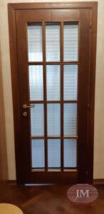 Штора плиссе с коричневой фурнитурой для двери - г.Москва, ул.Таллинская