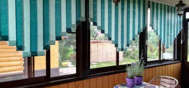 Вертикальные тканевые жалюзи со скошенными краями, чередование двух цветов Рио св.зелёный и Рио т.зелёный
