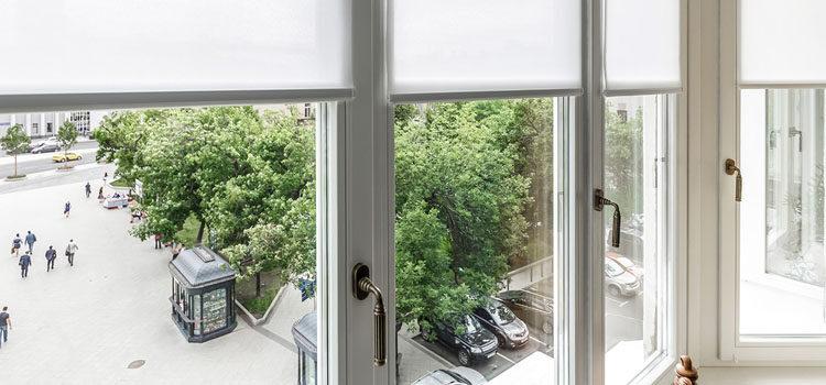 Жалюзи на окна балкона