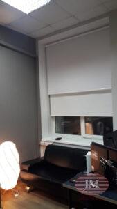 Свободновисящая рулонная штора из тканей Альфа блэкаут белый - Москва, ул.Правды