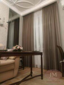 Декор окна в гостиной контрастными тюлями - г. Москва, м.Алексеевская