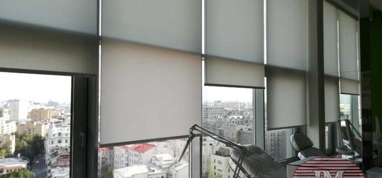 Свободновисящие рулонные шторы из ткани Альфа серый - г.Москва, ул.Новый Арбат