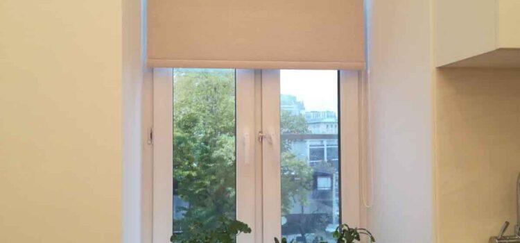 Свободновисящая рулонная штора  в проём окна из ткани Осло блекаут магнолия — Москва, ул.Новинский бульвар